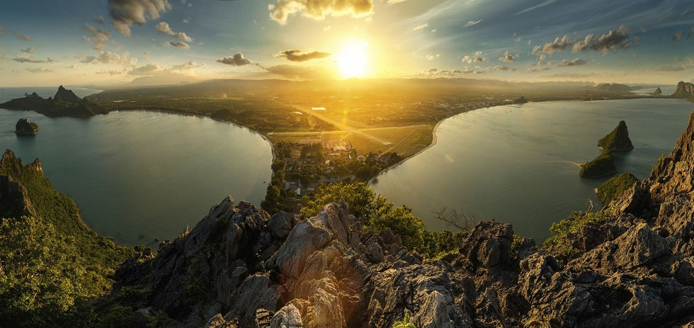 Most Beautiful Sunset And Sunrise Photos From Around The World - 25 amazing landscapes around world seen