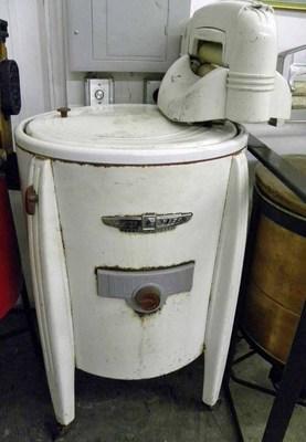 15 Photos Of The Evolution Of The Washing Machine