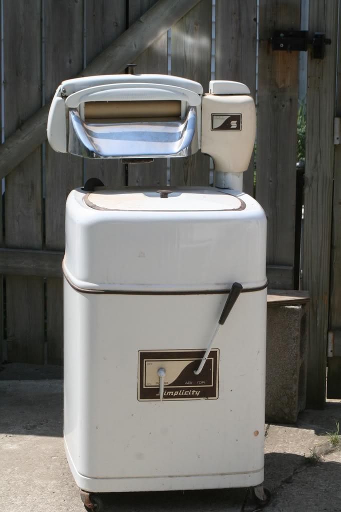 Old Washing Machine ~ Photos of the evolution washing machine