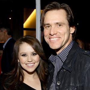 La fille de Jim Carrey a maintenant 29 ans et plusieurs disent qu'elle est le clone de son père dans un corps de femme. Vous allez flipper. - 1
