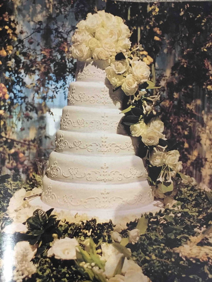 world s most extravagant wedding cakes 9 most extravagant and expensive wedding cakes 27637