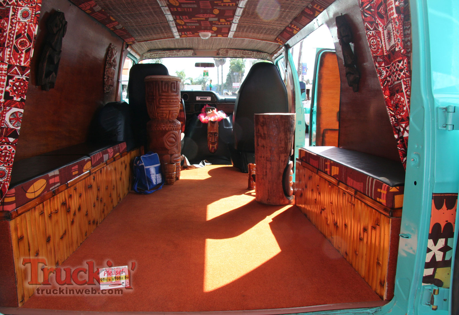 12 Far Out Van Interiors From The 70s That Will Make You