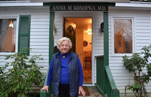 Dr. Anna Konopka