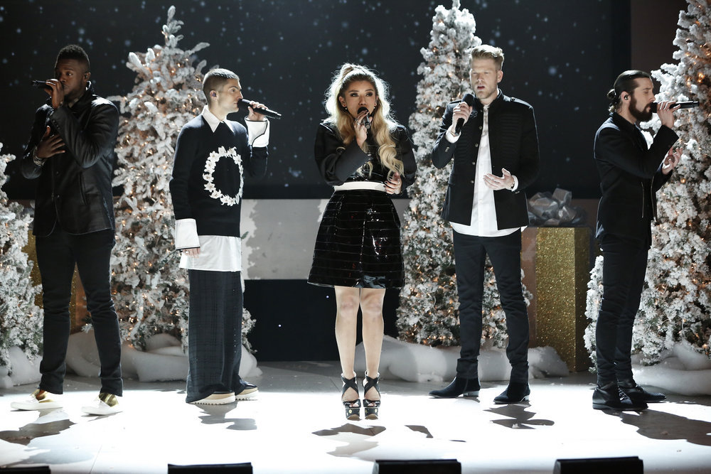 A Very Pentatonix Christmas.Pentatonix Just Kicked Off Christmas In The Best Way