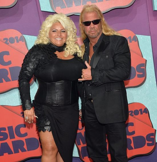 Dog the bounty hunter provides update on beth 39 s cancer for Is dog the bounty hunter still married