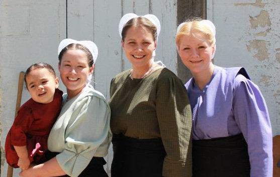 Group of Amish women