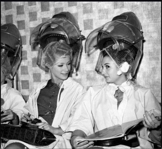 Photos Of Early Hair Dryers Prove The Beauty Salon Has Changed A Lot Over 100 Years