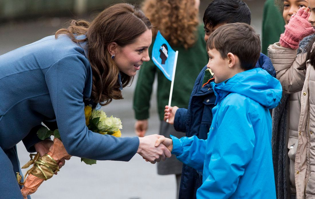 Kate Middleton meets a student