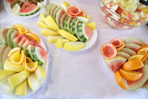 Fruit contains fiber.