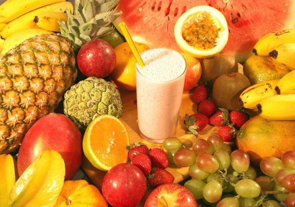 Oranges and other citrus fruits contain vitamin C.