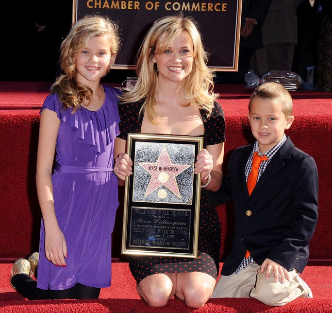 Reese Witherspoon with her children in 2010