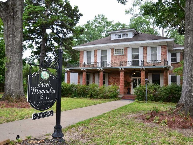Steel Magnolias Bed-and-breakfast