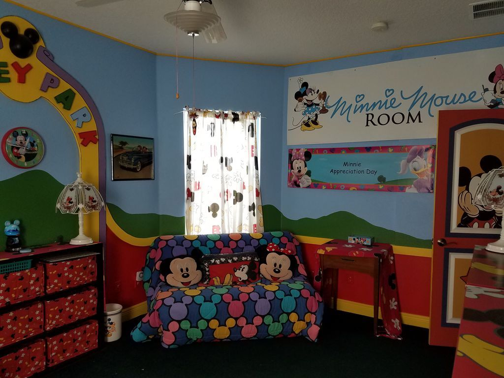 Disney house minnie mouse room