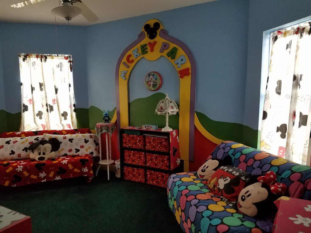 Disney house minnie's room