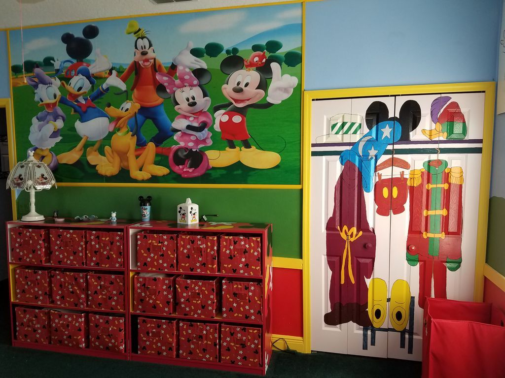 disney house mickey room