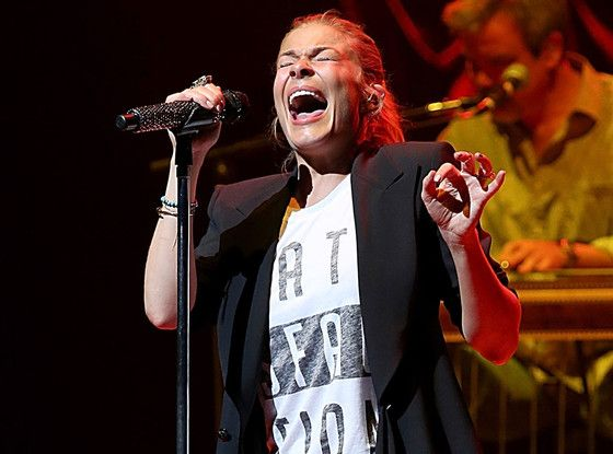 LeAnn Rimes' jaw pops out of place during concert