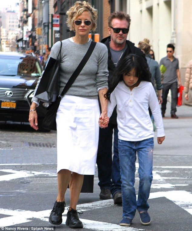 Meg Ryan, Daisy, and John Mellencamp taking a stroll in Manhattan