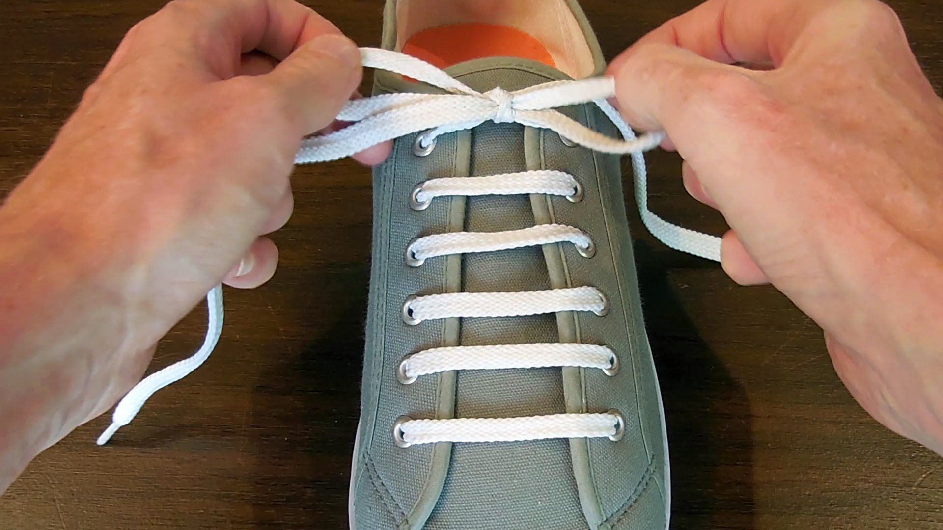 Tying a shoe lace