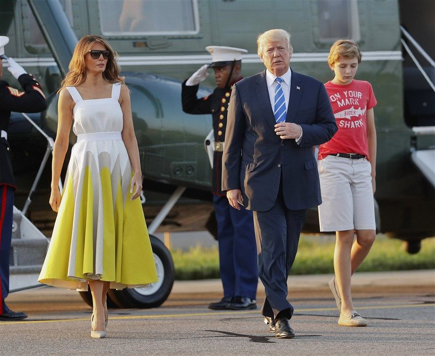 Melania and her family exiting an airplane