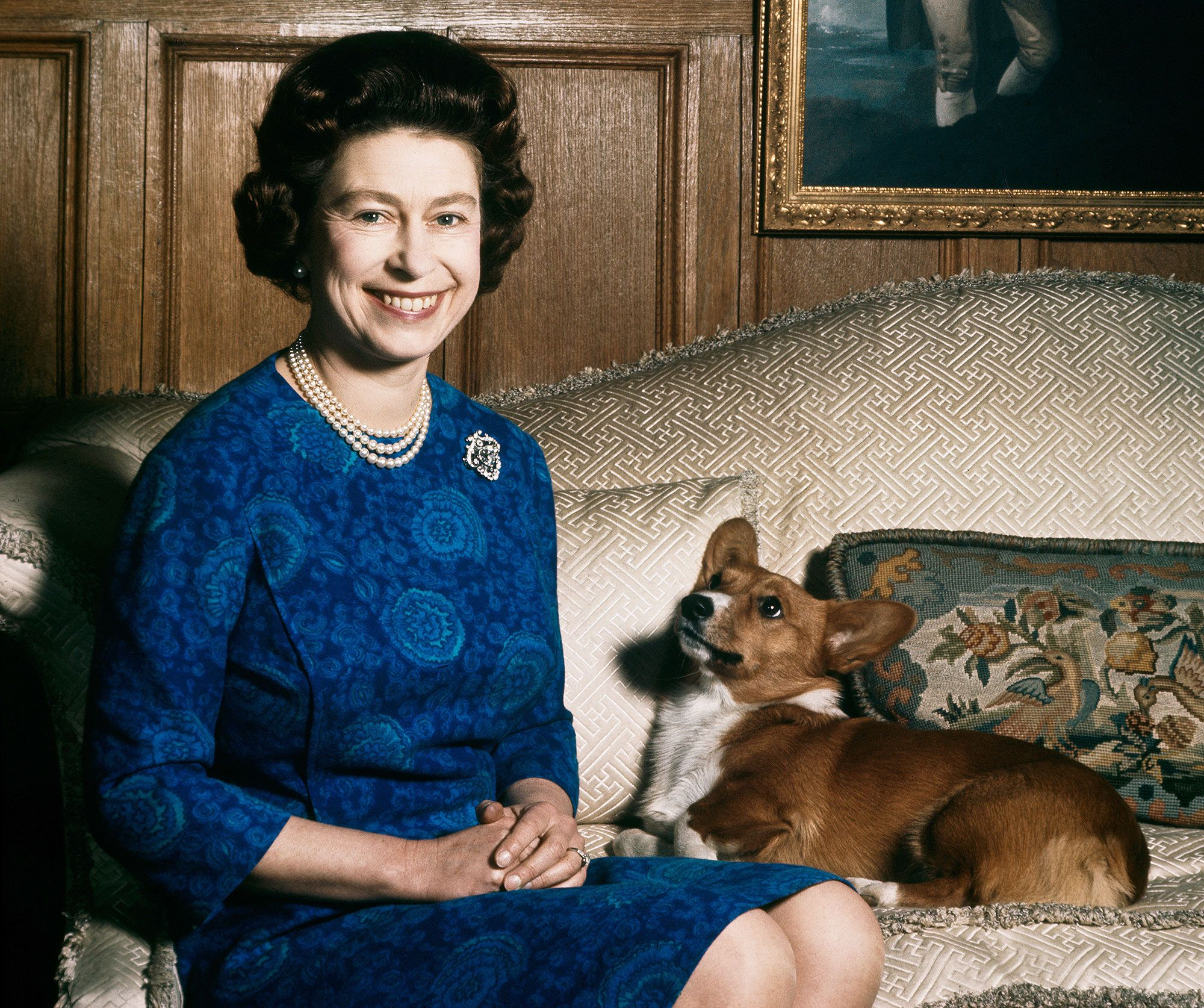 Queen Elizabeth and a corgi