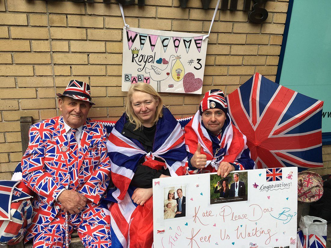 Fans of the royal family awaiting the newest addition