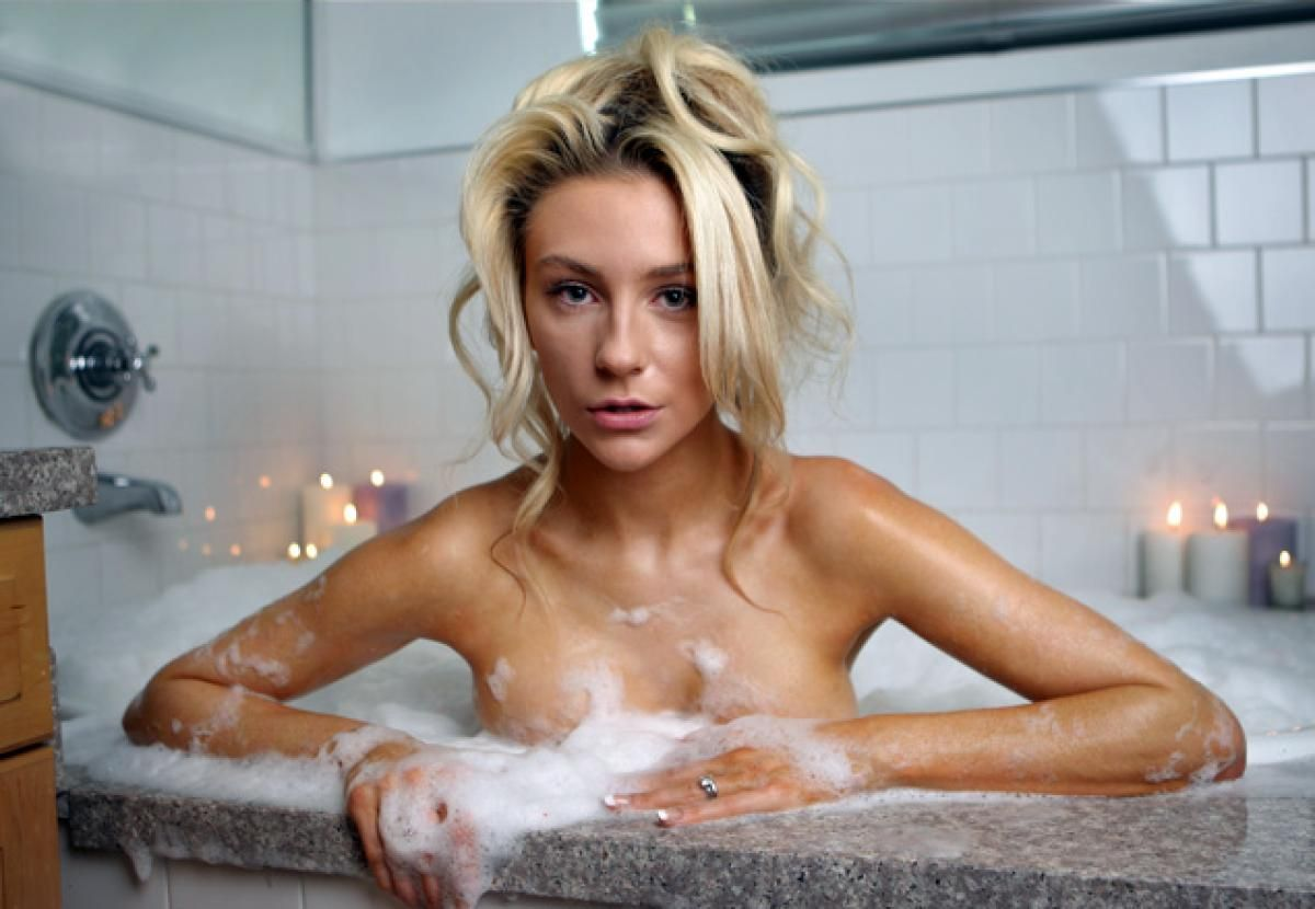 Courtney Stodden in the bath