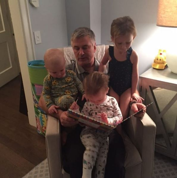 Alec Baldwin reading to his children