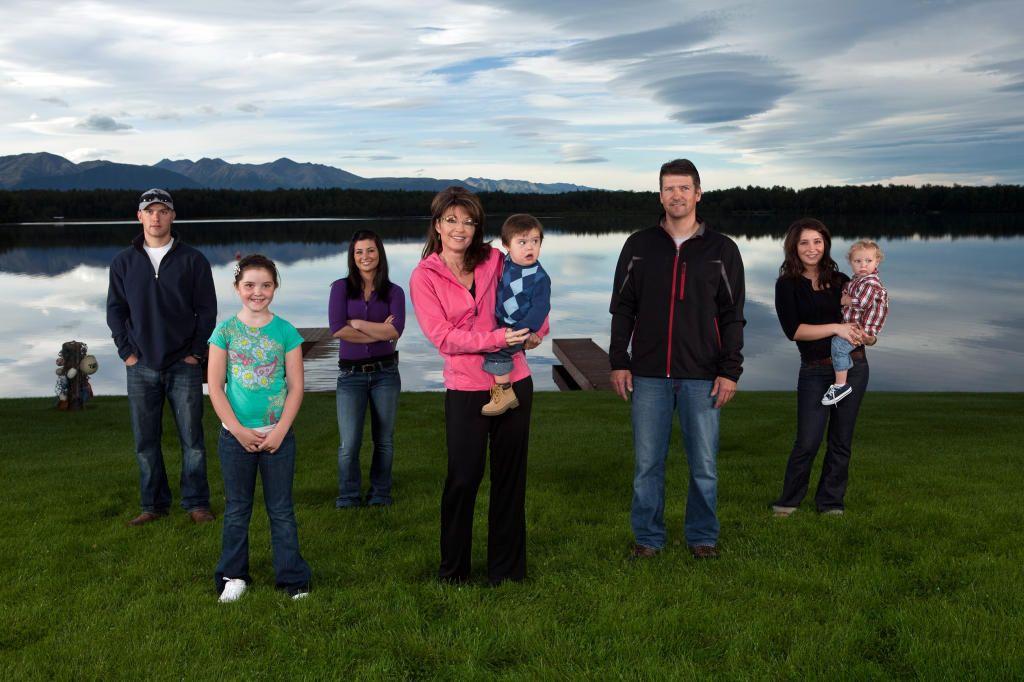 Sarah Palin and her family posing