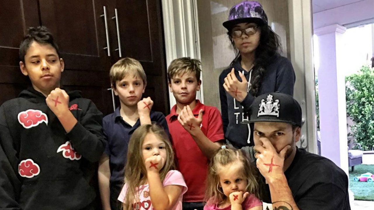 Kevin Federline with all of his children