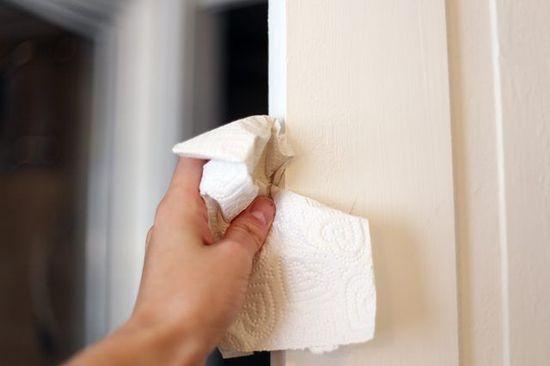 10 zaskakujących zastosowań płynu do zmiękczania tkanin. Przyda się nie tylko podczas prania
