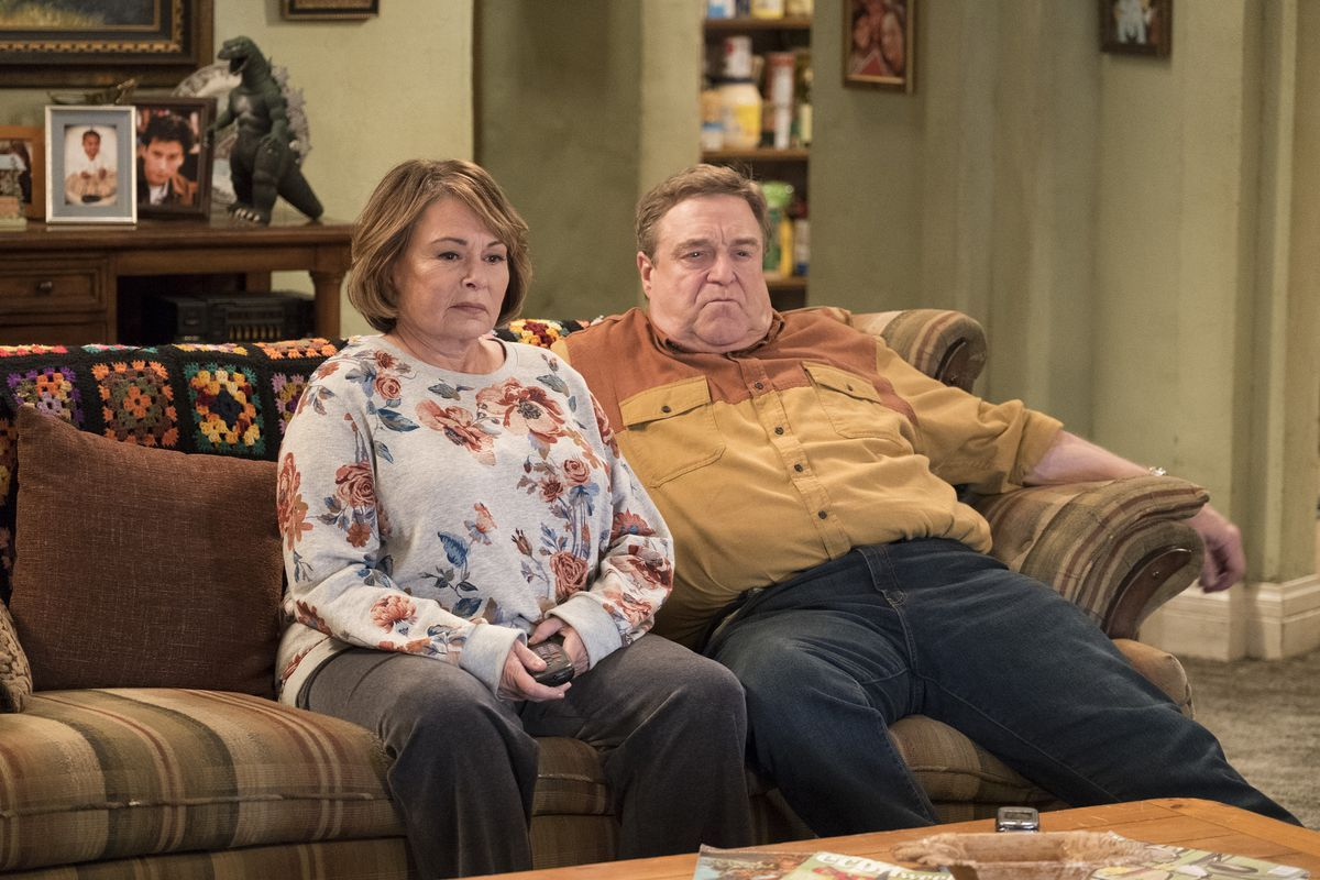 Roseanne on set