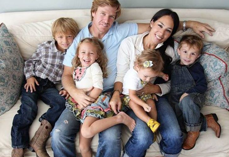 Chip and Joanna with four of  their kids