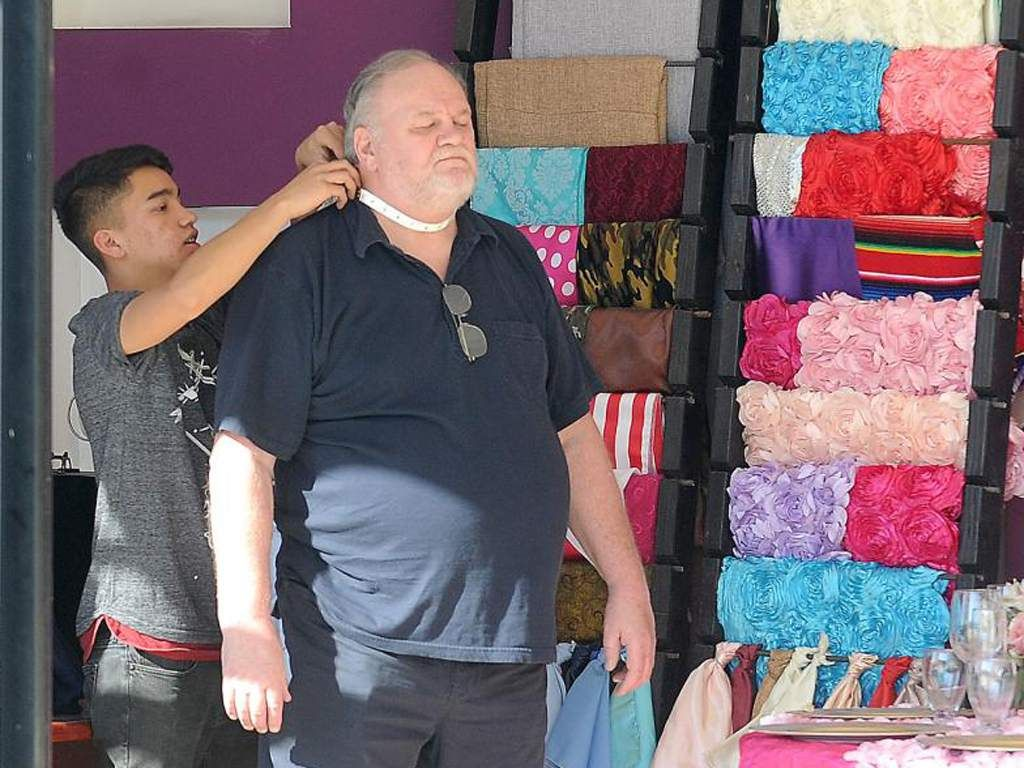 Thomas Markle getting a staged paparazzi shot
