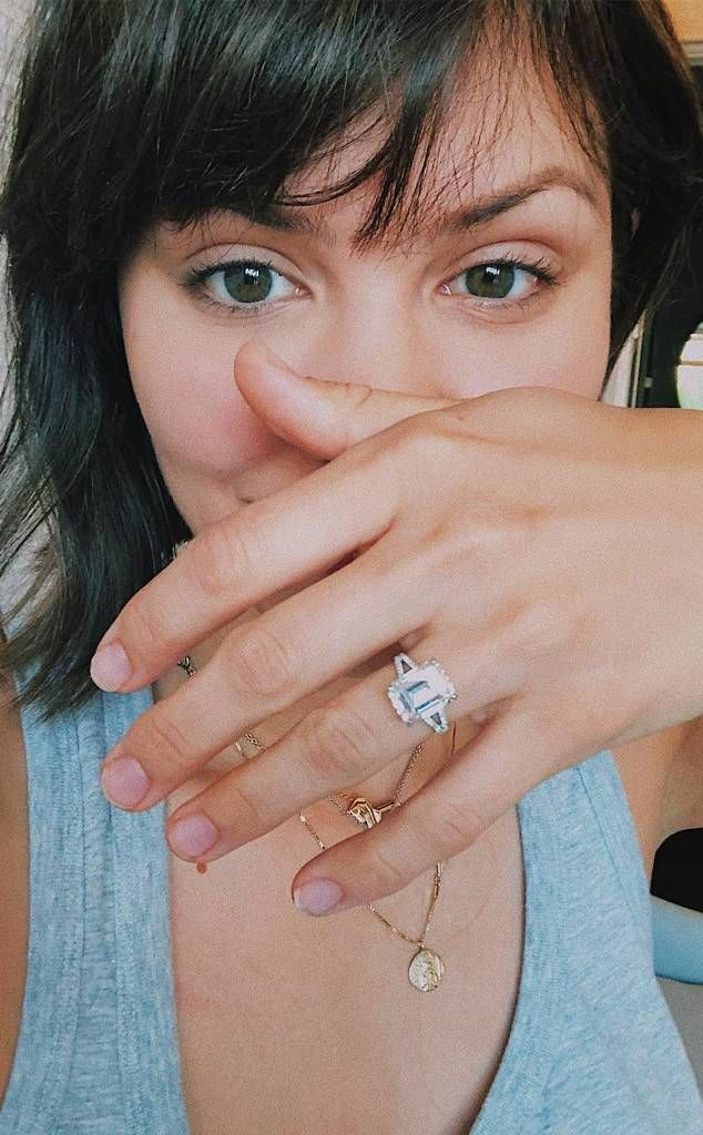 Katharine McPhee showing off her engagement ring