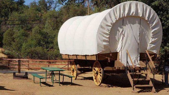 Wagon glamping