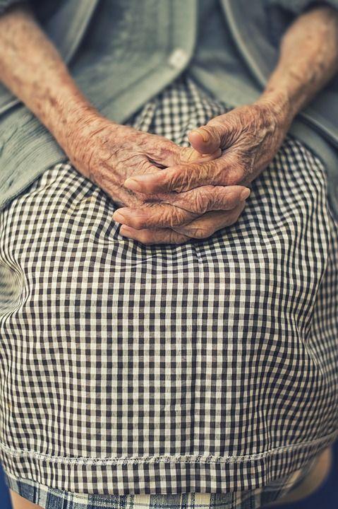 https://pixabay.com/en/hands-folded-woman-old-finger-1209337/