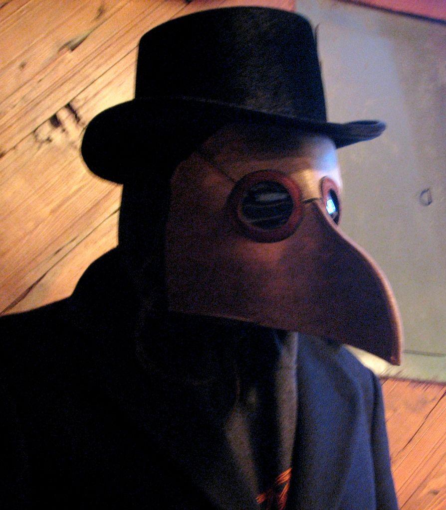 Plague doctor wearing a beaked maska