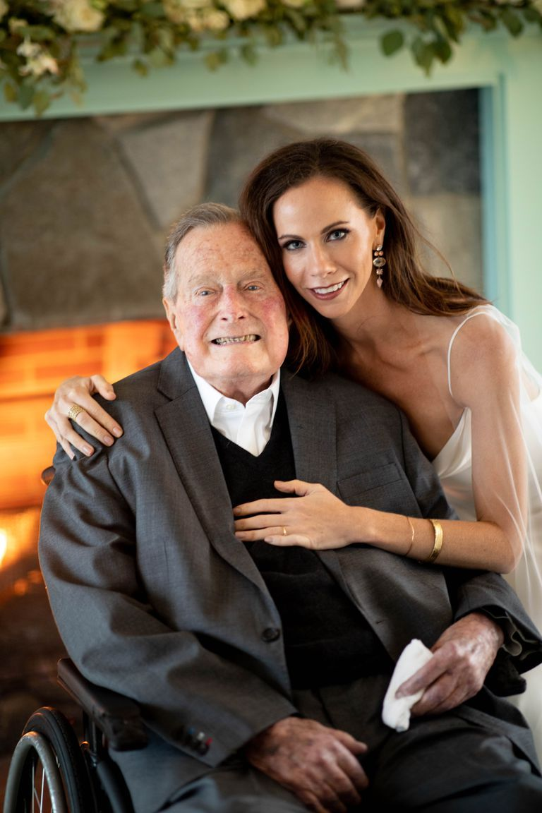 Barbara Bush poses with her grandfather, former president George H.W. Bush