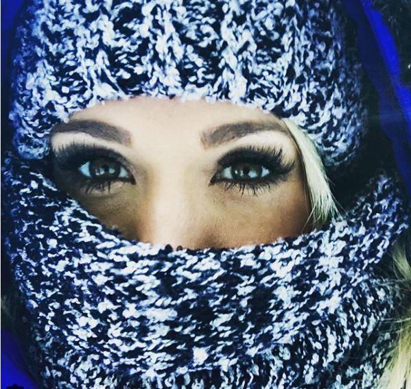 Carrie Underwood face