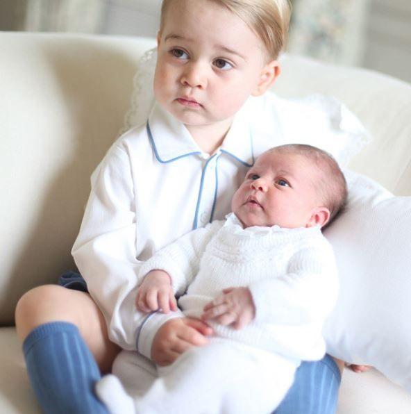 prince george with princess charlotte