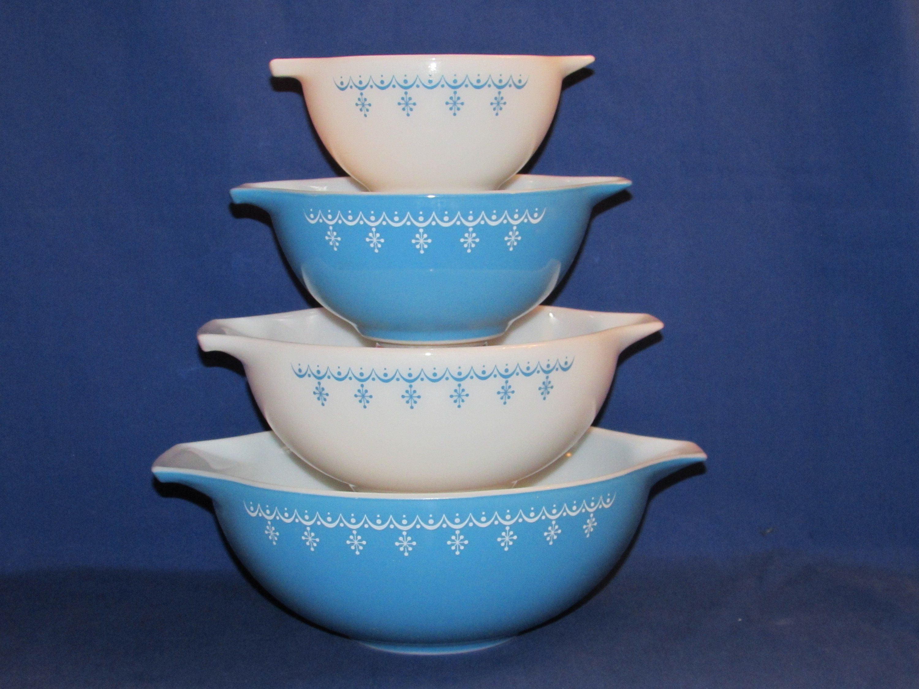 Pyrex Snowflake mixing bowl set