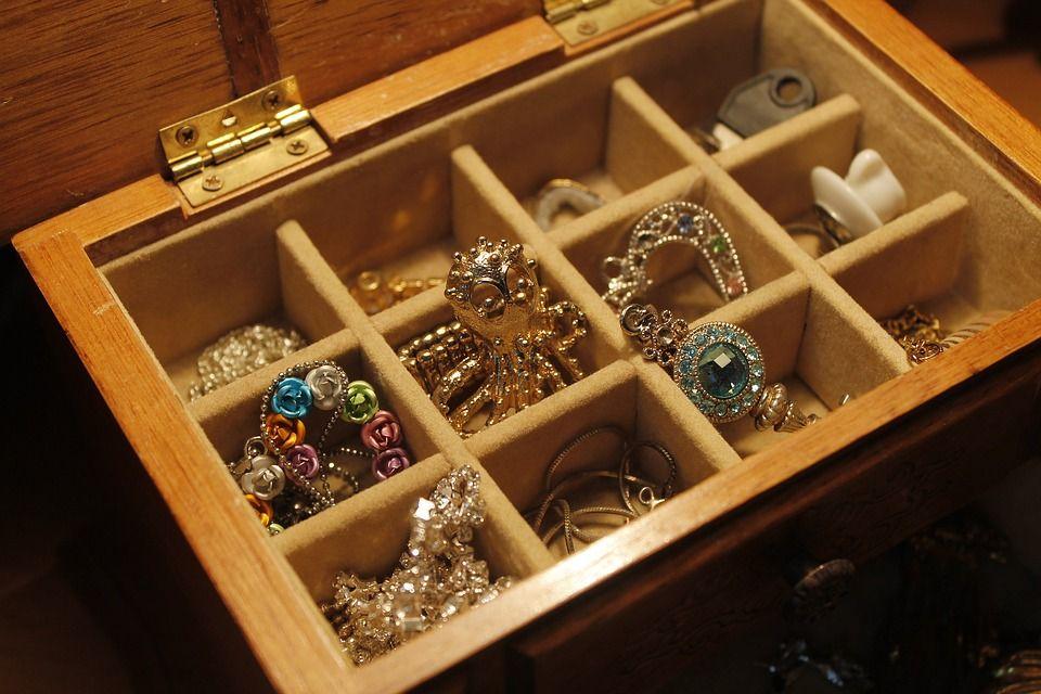 full jewelry box