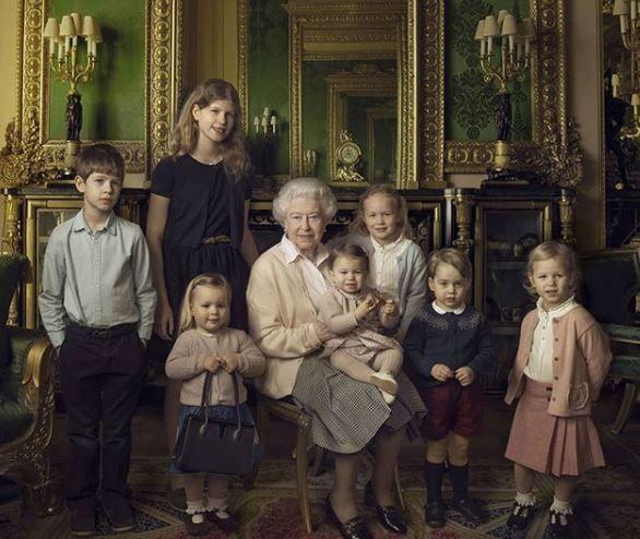 Portrait of the queen with her great grandchildren.