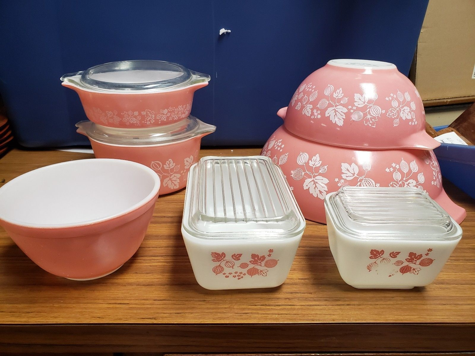 Pyrex Gooseberry set in pink and white
