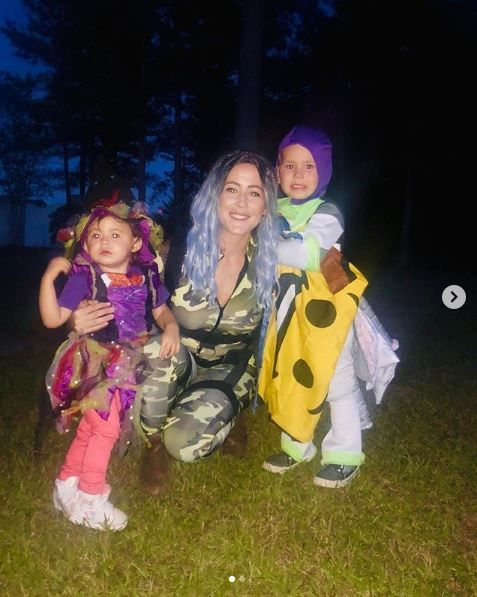 Jenelle Evans and her kids.