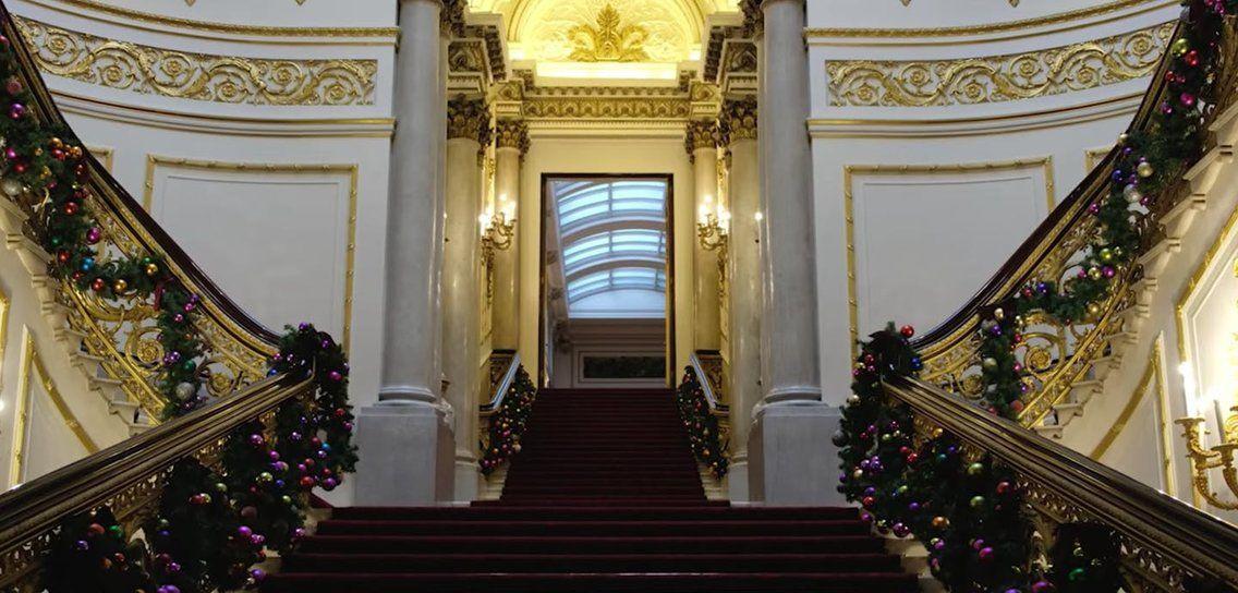 Buckingham Palace Finally Unveils Its Regal Christmas Decor