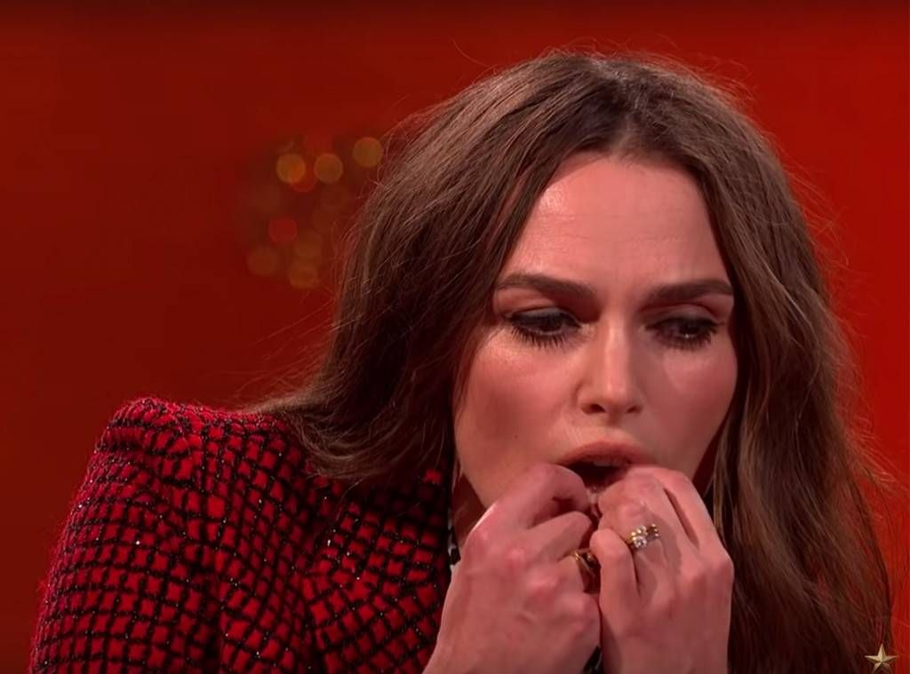 Keira Knightly plays her teeth