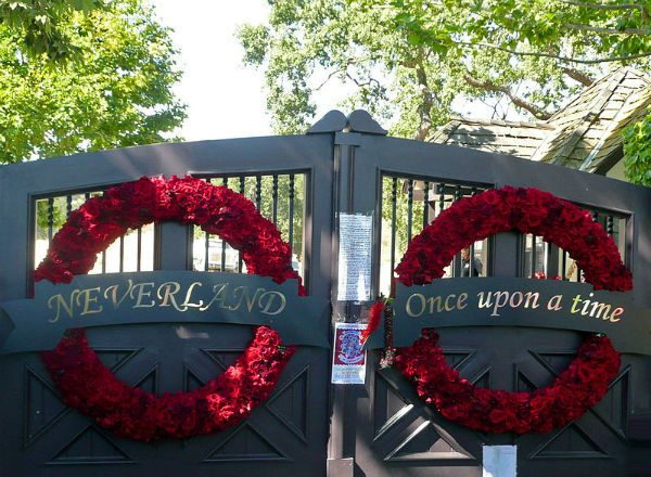 Neverland Ranch gates