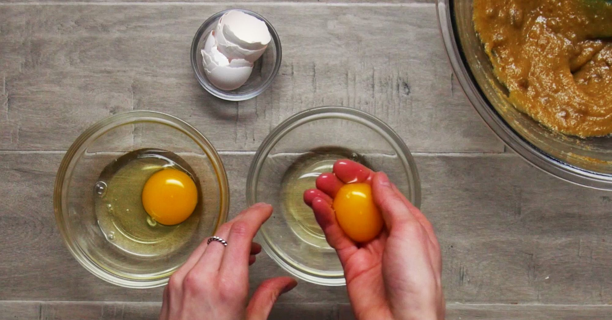 egg yolk and egg white being separated