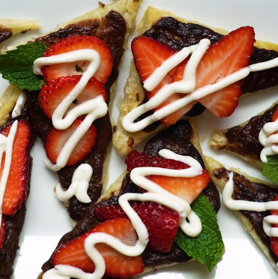 Nutella Puff Pastry pizzas with strawberries and fresh mint